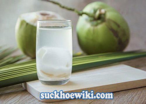 Bị trĩ thì có được uống nước dừa hay không?